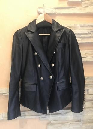 Кожаный пиджак в стиле balmain