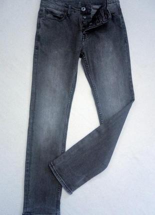 Стрейчивые джинсы.