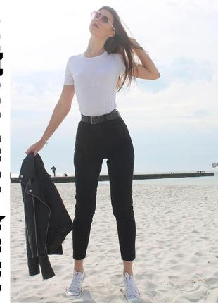 Черные джинсы мом с высокой посадкой