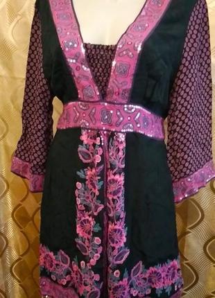 Платье, туника в этностиле, украшенное пайетками