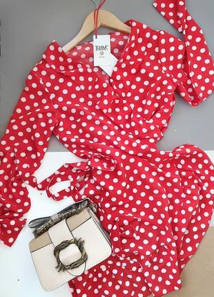 Платье красное в горошек
