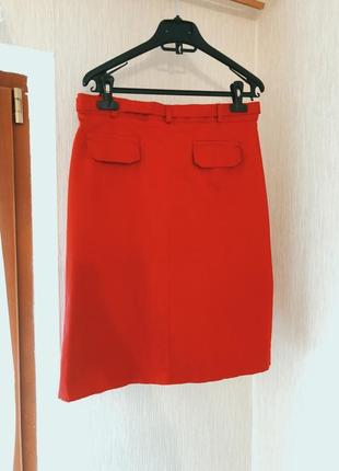 Отличная красная юбка с ремнем one