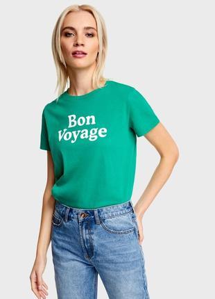 Зеленая футболка с надписью