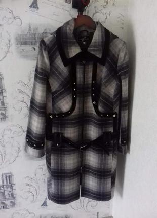 Теплое пальто с капюшоном и пояском  lady prestige