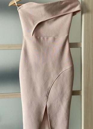 Асиметрична вечірня сукня