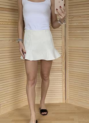 Белая мини юбка pull&bear