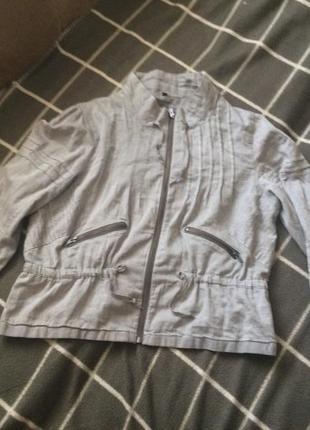 Легкая стильная куртка