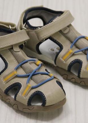 Детские босоножки chicco на липучках для мальчика бежевые