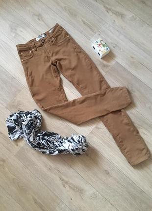 Горчичные брюки скинни skinny bershka