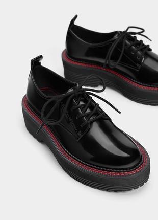 Суперские трендовые туфли дерби от bershka
