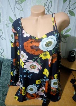 Блузка с открытым плечиком