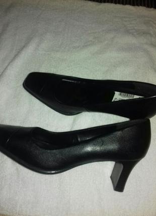 Туфли на широком каблуке  оригинал (кожа натуральная )