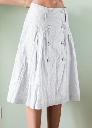 Большой выбор юбок - актуальная красивая юбка на запах с пуговицами впереди