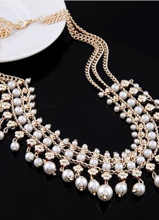Ожерелье из искуственных жемчужин. смотрится нежно и нарядно.