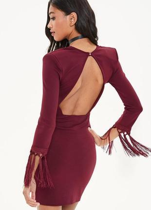 Стильное платье с бахромой и открытой спинкой