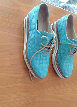 Модные новые туфли из натуральной кожи известного бренда zinda