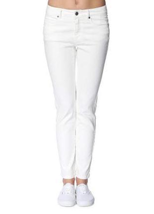Белые джинсы noisy may