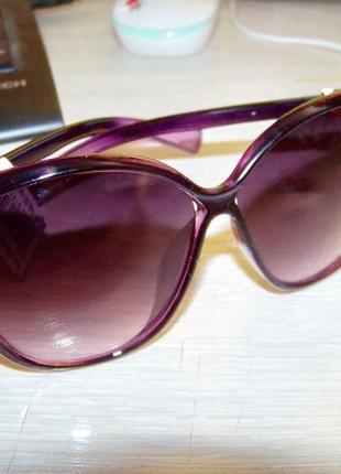 Фиолетовые солнцезащитные очки-стрекозы с дымчатой линзой с легким градиентом5 фото