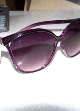 Фиолетовые солнцезащитные очки-стрекозы с дымчатой линзой с легким градиентом8 фото