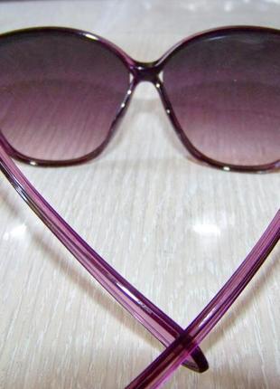 Фиолетовые солнцезащитные очки-стрекозы с дымчатой линзой с легким градиентом7 фото
