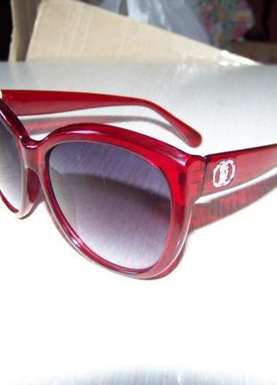Крупные вишневые солнцезащитные очки с дымчатой линзой с легким градиентом