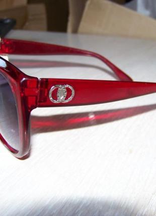 Крупные вишневые солнцезащитные очки с дымчатой линзой с легким градиентом3 фото