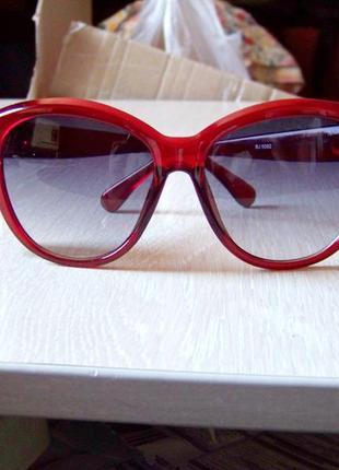 Крупные вишневые солнцезащитные очки с дымчатой линзой с легким градиентом2 фото