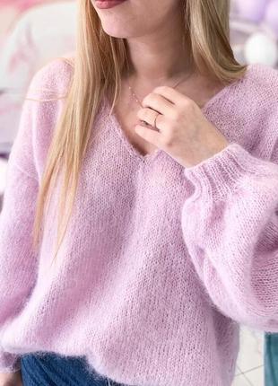 Легкий розовый пуловер из мохера.
