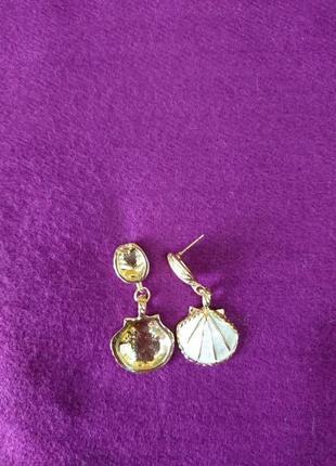 Серьги ракушки золото и белый перламутровый жемчуг7 фото