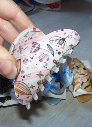 Заколка-краб пластиковая с цветочным узором 7-8 см в ассортименте цветов