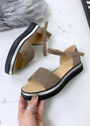 Замшевые босоножки сандалии с закрытой пяткой на ремешке