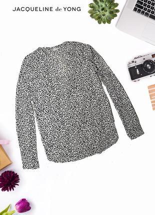 Рубашка в декольте и геометрическим принтом jacqueline de youg