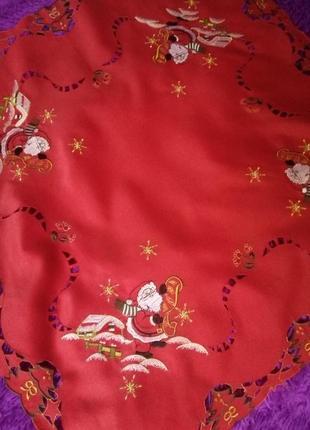 Яркая новогодняя скатерть с вышивкой