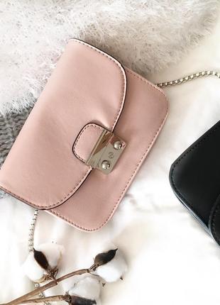 Трендова сумочка кроссбоді пудрового кольору