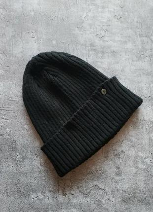 Черная шапка с подворотом унисекс