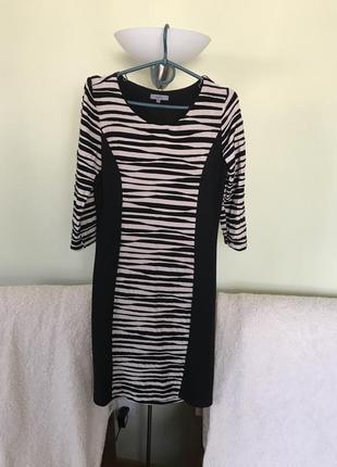 Принтовое платье под зебру