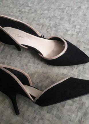 Элегантные туфли с острым носом