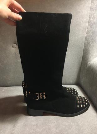 Чёрные замшевые сапоги с шипами