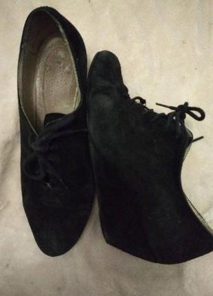 Очень удобние замшевие туфельки на шнурочках