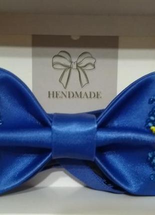 Бабочка-галстук ( вышивка бисером на атласе ).