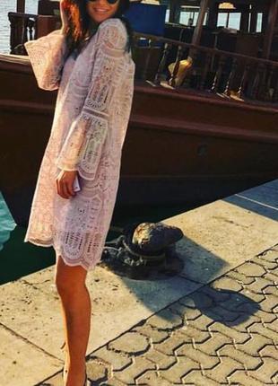 Платье кружевное пудрового цвета reserved рукава клеш