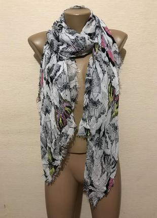 Легкий широкий шарф палантин в яркий принт бабочки