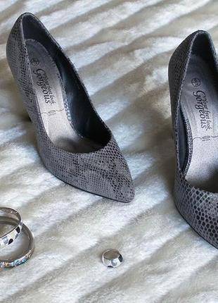 Туфли узкий носок лодочки под змею серые замш текстиль каблук шпилька