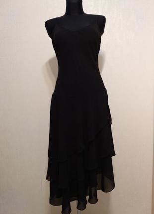 Лёгкое платье на тонких бретельках с воланами , асимметричной юбкой