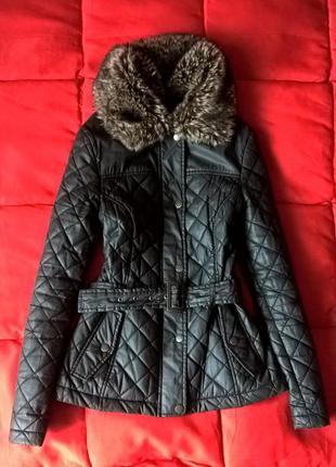 Крутая,стеганная,весенняя куртка под кожу с поясом