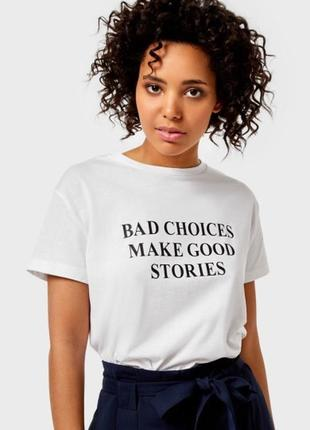 Белая футболка с принтом ostin3 фото