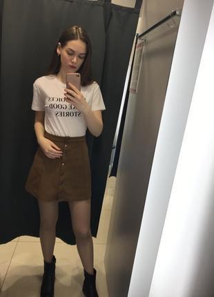 Белая футболка с принтом ostin