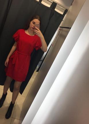 Очень красивое красное платье ostin