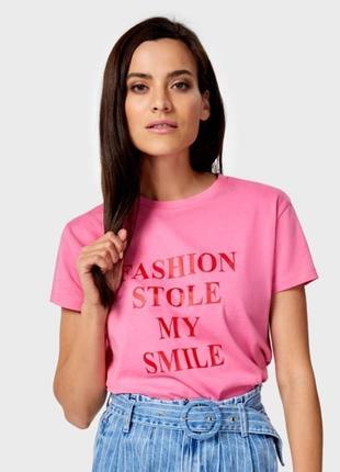 Розовая футболка с принтом ostin2 фото