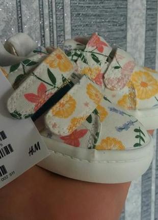 Кроссовки на малышку от h&m 18-19 размер4 фото